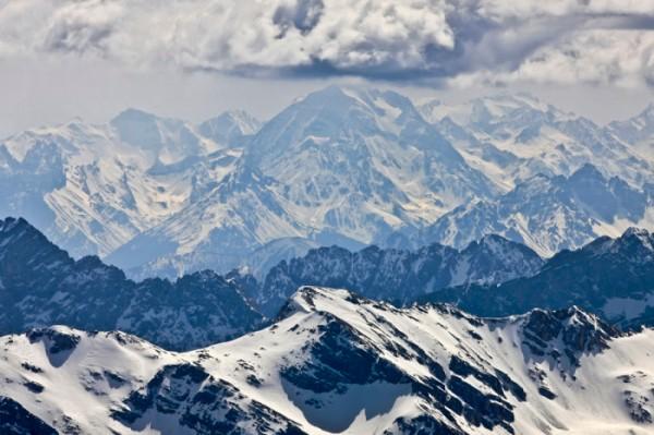 Luftaufnahme von den Alpen in Tirol