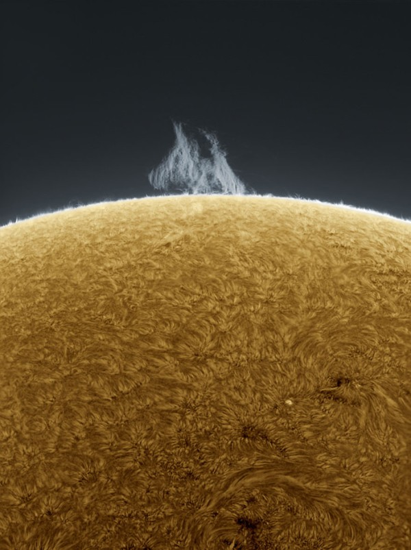 Man-Takes-Mind-Boggling-Hi-Res-Photographs-of-the-Sun-from-his-Backyard_03-@-GenCept-700x937