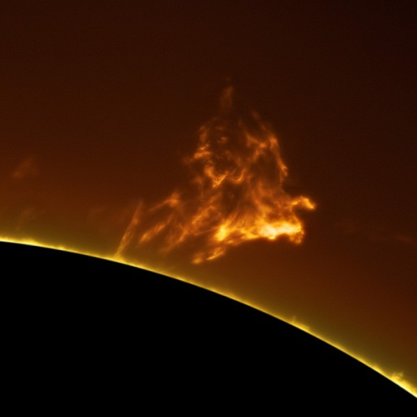 Man-Takes-Mind-Boggling-Hi-Res-Photographs-of-the-Sun-from-his-Backyard_06-@-GenCept-700x700