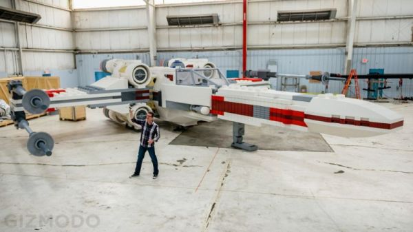 life-size-lego-x-wing-figther-from-star-wars-1